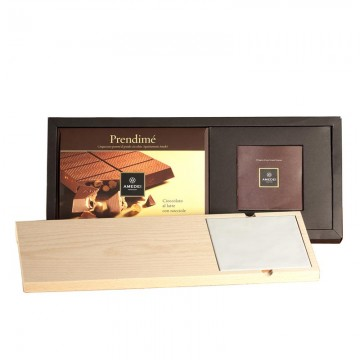Gift Box Il Tagliere with  Prendimé Milk Chocolate and Hazelnuts and Cutting Board [500g]